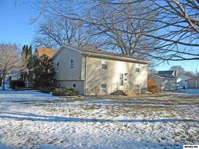 Mason City Single Family Home For Sale: 335 25th St SW