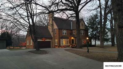 Mason City Single Family Home For Sale: 120 S Carolina