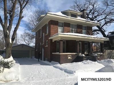 Mason City Single Family Home For Sale: 9 N Georgia