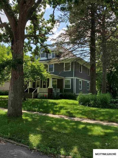 Mason City Multi Family Home For Sale: 914-916 N Washington