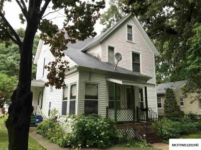 Mason City Single Family Home For Sale: 104 10th NW