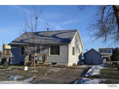 Single Family Home For Sale: 105 W Washington