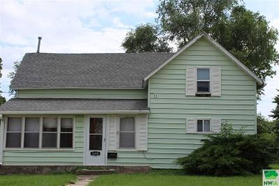 Single Family Home For Sale: 1610 W Willis