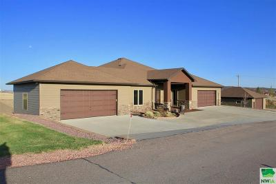 Single Family Home For Sale: 2316 Dakota Bluff