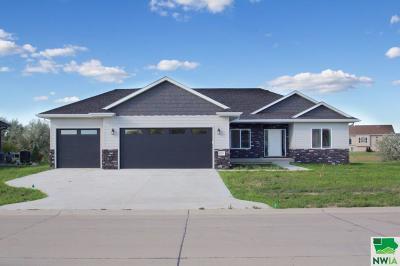 Single Family Home For Sale: 625 E Pinehurst