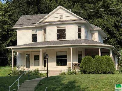 Single Family Home For Sale: 321 Union