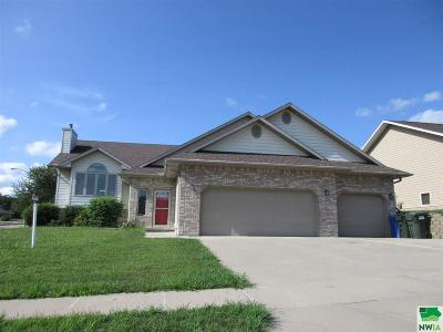 Single Family Home For Sale: 2003 Trinity Ct.