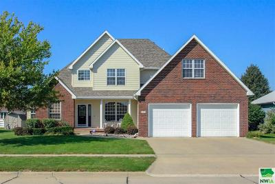 Single Family Home For Sale: 505 Embassy Drive