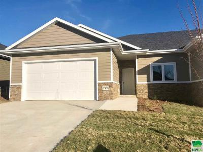 Single Family Home For Sale: 2962 Chestnut Ave