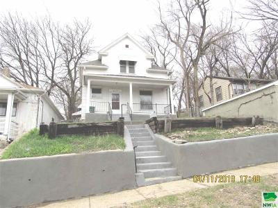 Single Family Home For Sale: 2117 W 2nd