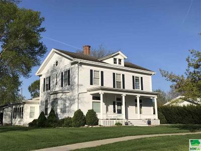 Single Family Home For Sale: 212 E Washington St