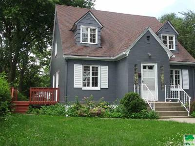 Single Family Home For Sale: 19 S Pine