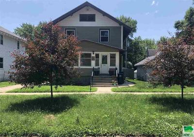 Single Family Home For Sale: 915 W Willow St