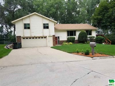 Single Family Home For Sale: 3813 Douglas Ct