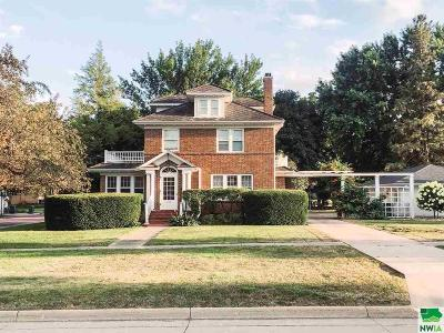 Single Family Home For Sale: 222 2nd St NE