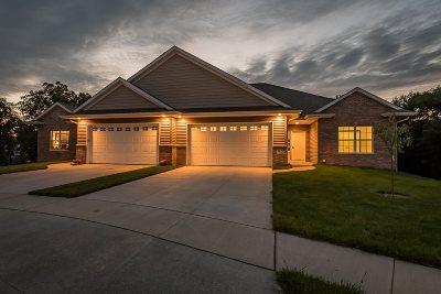 Solon Condo/Townhouse For Sale: 506 Majestic Oak Ct
