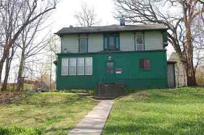 Iowa City Multi Family Home For Sale: 1025 E Washington Street