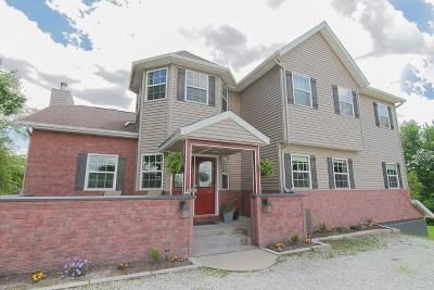 Kalona Single Family Home For Sale: 2293 Lindy Ln