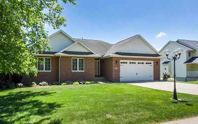 Coralville Single Family Home For Sale: 740 Forest Edge Dr