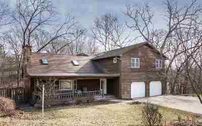 Iowa City Single Family Home For Sale: 18 Woodland Heights NE