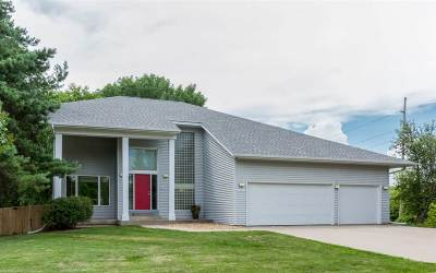 Coralville Single Family Home Contingent: 2060 Lynncrest Dr
