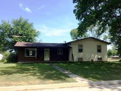 Wellman Single Family Home For Sale: 1000 Circle Drive