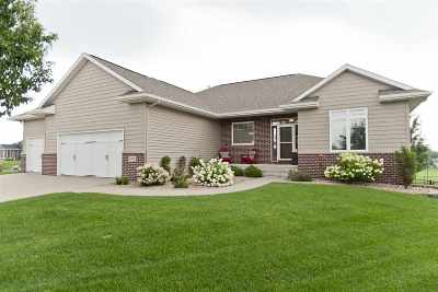 Cedar Rapids Single Family Home For Sale: 4606 Blossom View Ct NE