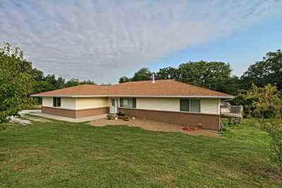 Kalona Single Family Home For Sale: 2314 Akelana Drive
