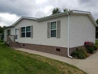 Iowa City IA Single Family Home For Sale: $107,500