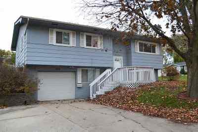 Cedar Rapids Single Family Home For Sale: 270 Lynda Dr NW