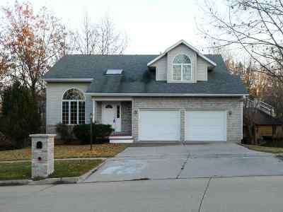 Coralville Single Family Home For Sale: 1601 Oak Lake Park Rd