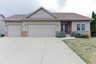Iowa City Single Family Home For Sale: 301 Dublin Dr