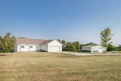 Columbus Junction IA Single Family Home New: $325,000
