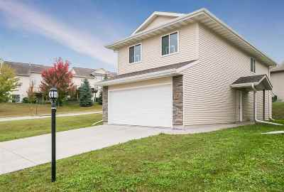 Coralville Condo/Townhouse Contingent: 2147 Westminster Cir