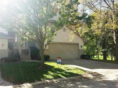 Cedar Rapids Condo/Townhouse For Sale: 6949 Doubletree Rd NE