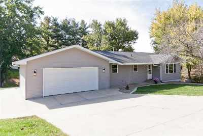 Solon Single Family Home For Sale: 2918 Cedar Dr. NE