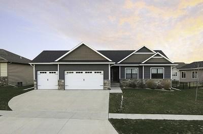 North Liberty Single Family Home For Sale: 875 Chukar Circle