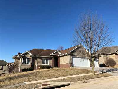 Iowa City Single Family Home For Sale: 909 Tamarack Trail