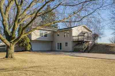 Cedar Rapids Single Family Home For Sale: 5105 Cedar View Dr SW