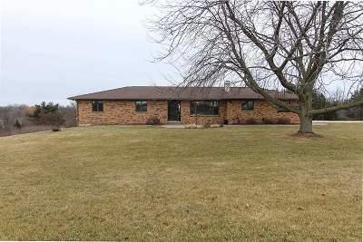 Solon Single Family Home For Sale: 3110 Oak St NE