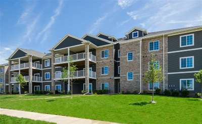 Coralville Condo/Townhouse For Sale: 2863 Spring Rose Cir #106