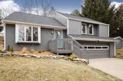 Solon Single Family Home For Sale: 2748 NE Lake View Drive