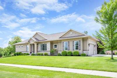 North Liberty Single Family Home For Sale: 2015 Silver Maple Trl