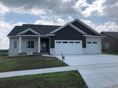 North Liberty Single Family Home For Sale: 1325 E Tartan Drive