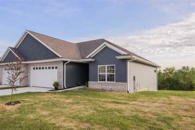 Solon Condo/Townhouse For Sale: 514 Majestic Oak Ct