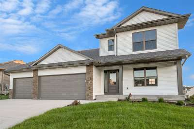 Iowa City Single Family Home For Sale: 5 Camden Rd