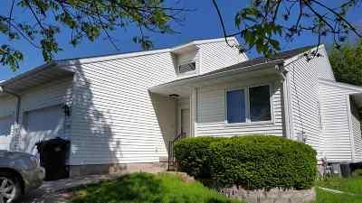 Coralville Condo/Townhouse For Sale: 2225 10th St