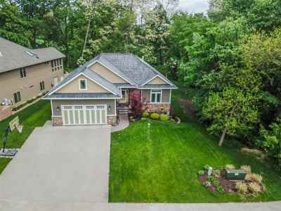 Coralville Single Family Home For Sale: 2901 Broken Woods Dr