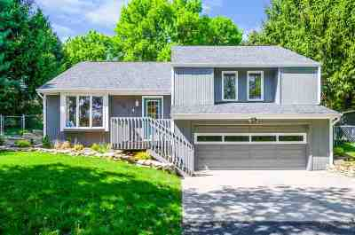 Solon Single Family Home For Sale: 2748 NE Lake View Drive