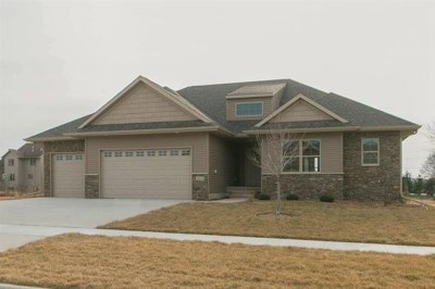 North Liberty Single Family Home For Sale: 1010 Pheasant Lane